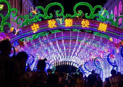 Chinese celebrate Mid-Autumn Festival