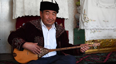 Aken performer preserves Xinjiang's traditional music