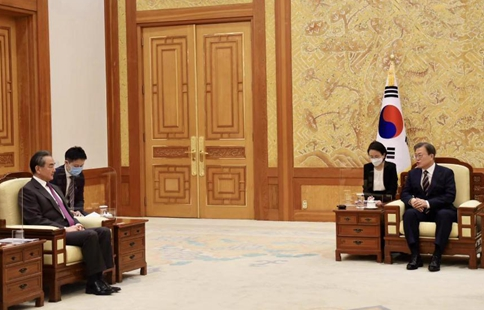 South Korean president, Chinese state councilor meet, vow to boost bilateral cooperation